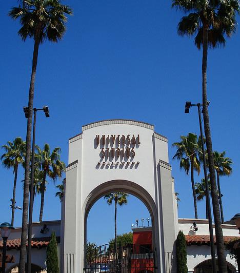 Universal Studio, Los Angeles, USAAz egyik legrégebbi filmstúdió, a Universal hollywoodi szórakoztató parkja a filmrajongók Mekkájának számít. A parkba látogatók az eredeti díszletek között élhetik át a filmeken látott jeleneteket, emellett a film történetébe is betekintést nyerhetnek, a némafilmektől egészen napjaink szuperprodukcióiig. A parkot évente 4,7 millióan látogatják meg.