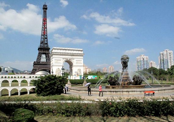 Az Eiffel-toronynak számos másolata van világszerte, Kínában több is, a legismertebb azonban talán a Shenzhenben, pontosabban a Window of the World élményparkban található replika.