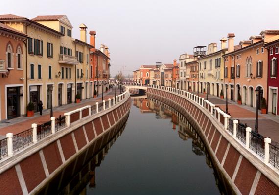 Egy kis Firenze, egy kis Velence - az olasz városok hangulatát próbálja megidézni a Tianjinban található Florentia.