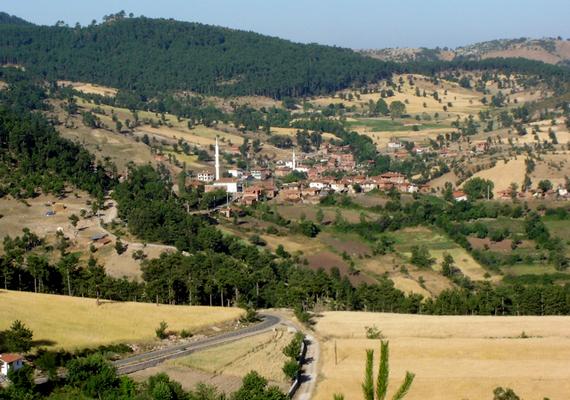 A törökországi Büyükorhan 2008-ban vált végleg szellemvárossá. Lakosai a nagyvárosok munkalehetőségei miatt vándoroltak el.