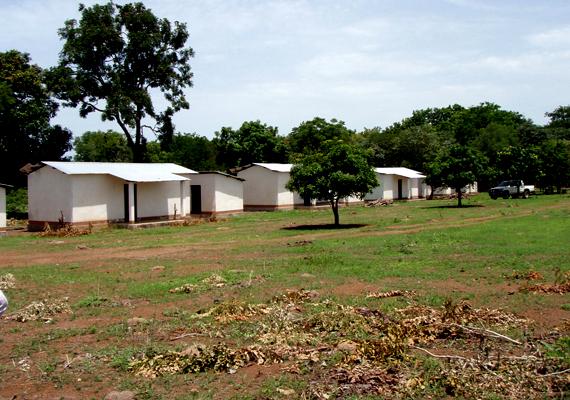 Az afrikai település, Paoua 2007 után vált szellemvárossá: 2006 és 2007 között számos támadás érte a kormányzati hadsereg részéről, lakosai ma menekülttáborokban élnek.