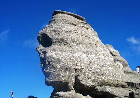 A romániai Bucsecs-hegység egyik legkedveltebb látnivalója a Szfinx, melyet a fennsíkon lévő szél formált olyanra, mintha egy emberi arc lenne.