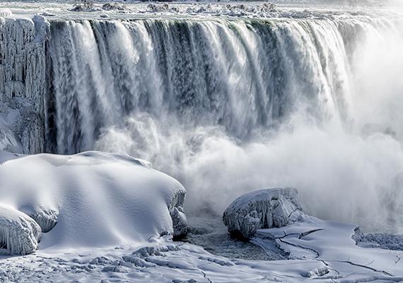 A vízeséshez nemcsak nyáron érdemes ellátogatni, télen is felejthetetlen látványt nyújt, jelentős fagyok idején a vízesés környéke is jégbe burkolózik.