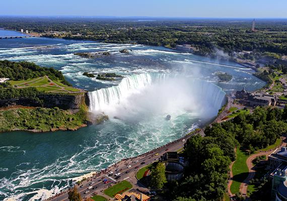 A Kanada és az Amerikai Egyesült Államok, ezen belül is Ontario tartomány és New York állam határán található Niagara-vízesés Észak-Amerika egyik legkeresettebb turisztikai úti célja, több mint húszmillióan keresik fel minden évben.