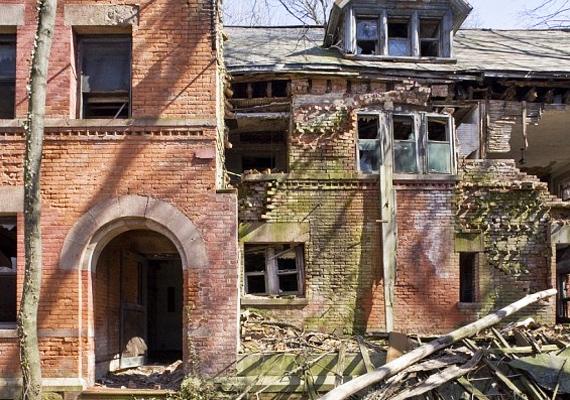 Az orvosok épületéből is csak romok maradtak.