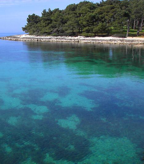 KoversadaA maga 120 hektáros, több ezer strandolót befogadni képes területével a Koversada kemping és strand az egyik legnagyobb és minden valószínűség szerint a legnépszerűbb naturista napozó- és fürdőhely egész Európában. 1961-es alapítása óta a világ számos tájáról érkeznek ide naturisták, sőt, 1972-ben itt tartották meg a Naturista Világtalálkozót is.