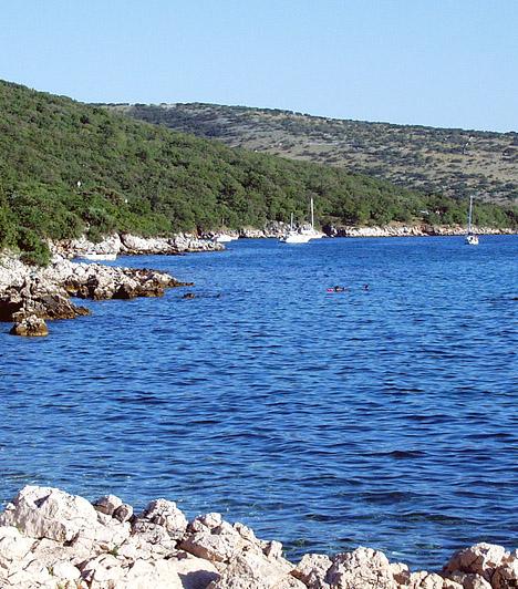 KonobeA 25 hektáros Konobe naturista kemping a Krk szigetén található Punat városától négy kilométerre fekszik. Ideális hely a vízi sportok szerelmeseinek, de - mivel ez az egyik legvédettebb partszakasz a környéken - akkor sem fogsz csalódni, ha csendre és az érintetlen természet békéjére vágysz.