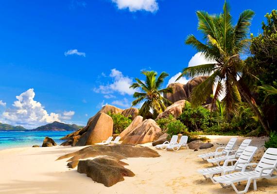 Az Indiai-óceánon található Seychelles-szigetek partjait a világ legszebbjeinek tartják. Kattints ide a háttérképért!