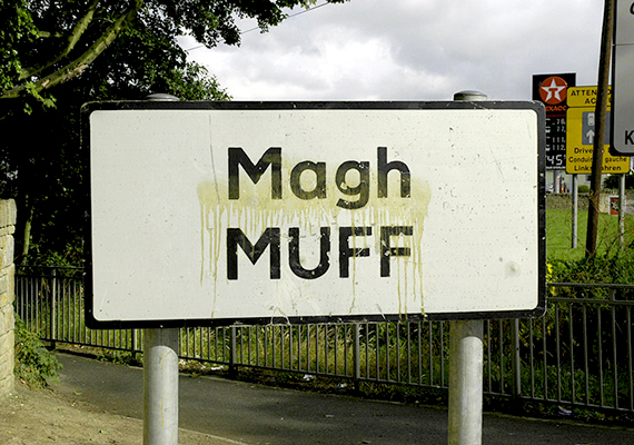 A Muff nevű falu az írországi Donegal megyében található. A turisták nemcsak a település nevén, de rendszerint az évente megrendezett Muff Fesztivál elnevezés hallatán is elmosolyodnak.