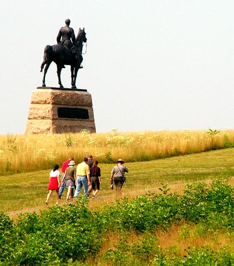 Gettysburgi csatamezőA három napig tartó gettysburgi csata az amerikai történelem legvéresebb ütközeteként vált ismertté, melynek során mintegy 50 ezer fiatal katona vesztette életét. Néhányukat olyan brutális módon ölték meg, hogy a legendák szerint lelkük azóta sem tudott továbblépni, kísértetjárta hellyé téve ezzel a környéken.