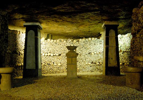 A nagy érdeklődésre való tekintettel egyfajta mauzóleumként a helyet 1867-ben a nagyközönség előtt is megnyitották.