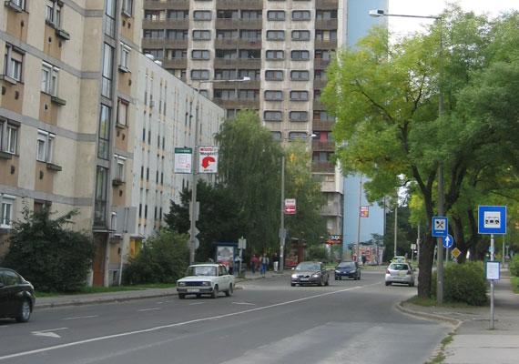 Stílusát tekintve illik az utcaképbe.