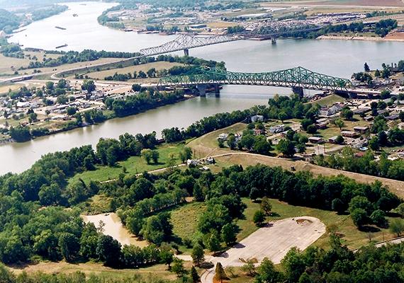 Point Pleasant városa látható a képen, mely világszerte a molyemberjelenségek legismertebb központja.