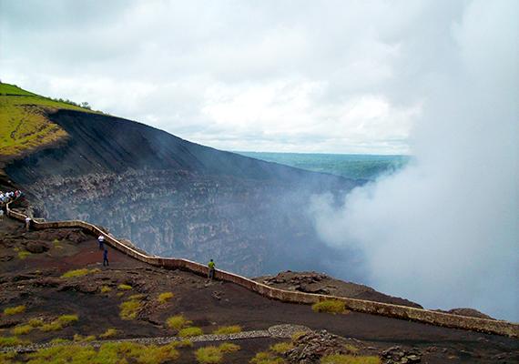 A nicaraguai Masaya-vulkánról már az őslakosok is úgy gondolták, egyfajta varázslat lengi körül, a 16. századi spanyol felfedezők azonban biztosra vélték, hogy aktivitása mögött démoni erők rejlenek, a vulkán pedig nem más, mint a pokol bejárata.