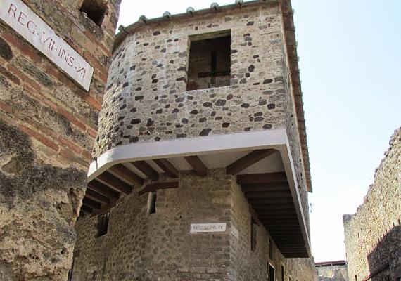 Bár Pompeji és Heraculum városaiban sok erotikára utaló nyomot találtak, a Lupanar az egyetlen, ami valóban bordélyként szolgált.
