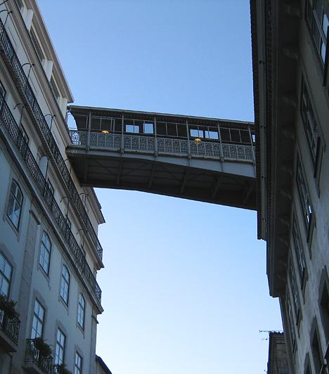A fémfolyosó, ami átvezet a felső városnegyedbe az Elevador de Santa Justáról. Bár inkább turistalátványosság, a lisszaboniak is szívesen használják.