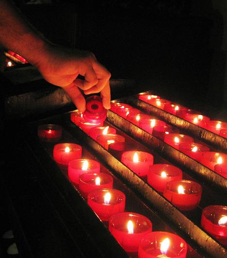 A portugál vallásos nemzet, rengeteg templom és kolostor található itt. Sokan gyújtanak mécsest hálájuk jeléül vagy a segítség reményében. Természetesen a turisták is szívesen lobbantják lángra az apró gyertyákat.Kapcsolódó cikk:A világ 3 lélegzetelállító szent helye »