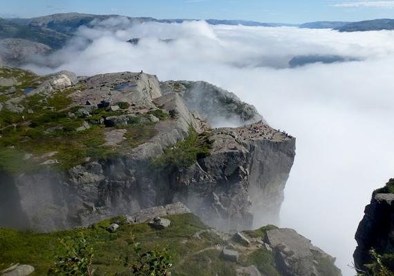 A Stavanger városától nem messze magasodó szikla a jégkorszak idején alakult ki, ekkor az egykor itt található gleccser még elért a pereméig.