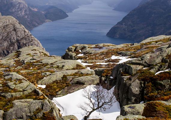 A szikla havas időben, télen és kora tavasszal nem látogatható a csúszós, meredek útvonal miatt. A legjobb április és október között felkeresni.