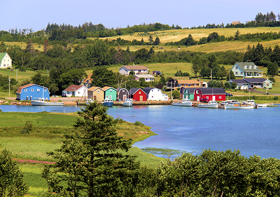 A Szent Lőrinc-öbölben található Prince Edward-sziget Kanada legkisebb tartománya, mind területét, mind pedig lakosságát illetően. Az itt élők száma, akiket előszeretettel neveznek szigetieknek, szigetlakóknak, alig több mint 140 ezer.