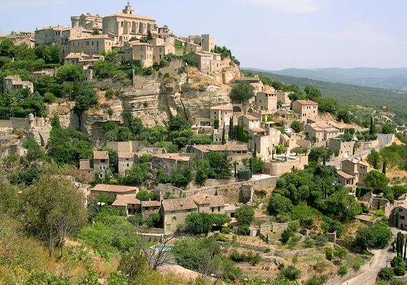 A festői fekvéséről és borairól híres Gordes nem véletlenül számít a párizsiak számára is kedvelt nyaralóhelynek.
