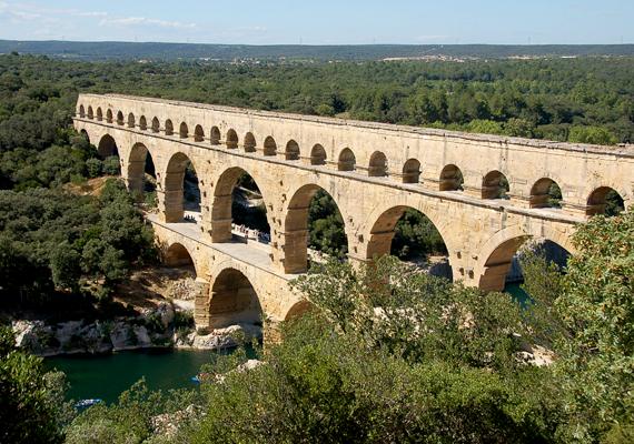 Az ókori technológia csodája, egyúttal Franciaország egyik legkeresettebb látványossága, a Pont du Gard is kihagyhatatlan.