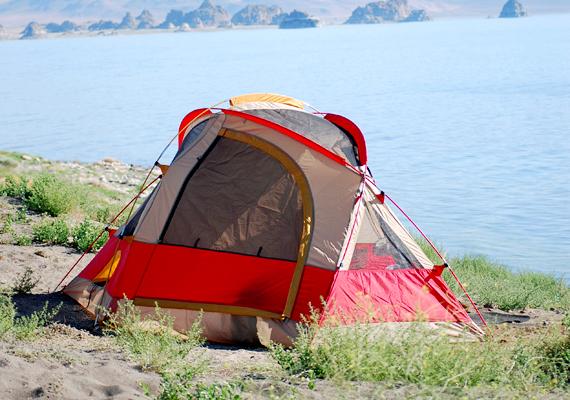A tóról számos különös legenda kering a környéken, a helybéliek szerint előfordult már, hogy csak úgy, egyik percről a másikra tűntek el itt halászok, illetve a partról emberek.