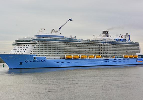 A több mint 347 méter hosszú, illetve több mint 41 méter széles hajón az utasok 16 fedélzeti szintet használhatnak.