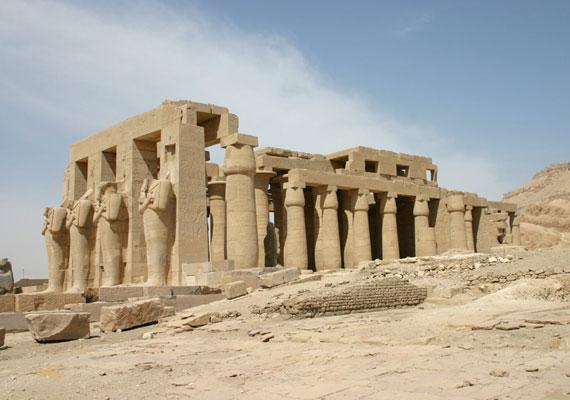 A Ramesszeum a fáraó monumentális halotti temploma volt Nyugat-Thébában. Építtetését nem sokkal trónra lépése után kezdte, és uralkodásának körülbelül 22. évére fejezték be. Az építmény több nevet is viselt, a Ramesszeumot egy francia egyiptológus, Jean-François Champollion adta neki 1829-ben.