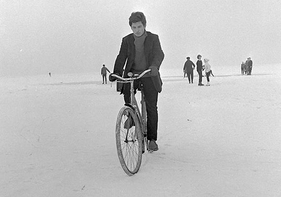 Vakmerő mutatvány Siófokon, 1971-ben.