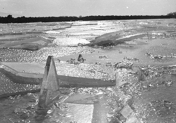 Ilyen volt a balatoni jégzajlás 1959-ben.