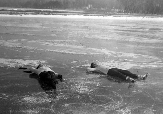 A pihenés is jólesik a jégen.