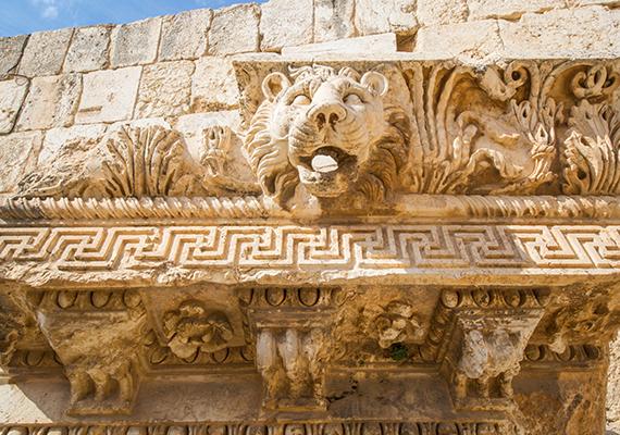 A római korból fennmaradt templomromok máig láthatóak, már a 19. században is tömegével vonzották a turistákat, 1984 óta pedig az UNESCO Világörökség részének számítanak.
