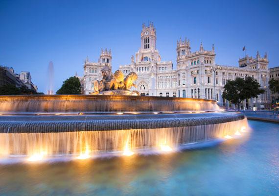 Madridba, a gyönyörű spanyol fővárosba már 12 119 forinttól kínál repülőjegyet a Ryanair. Ha rövid időre mész, akkor sem érdemes kihagynod a Gran Víán lévő épületek megtekintését, valamint a Reina Sofía múzeumban látható mesés képeket.