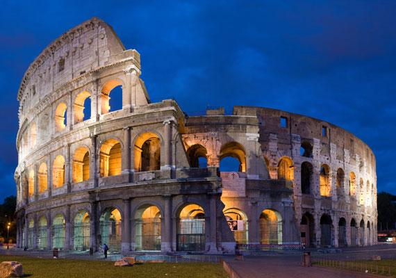 Egyes napokon a Ryanair jóvoltából már 8487 forintért is elrepülhetsz Rómába, ahol téged is elvarázsol majd az ókori építészet monumentális alkotása, a Colosseum. A turisták legnépszerűbb olaszországi célpontja számos további építészeti remekművéről híres.