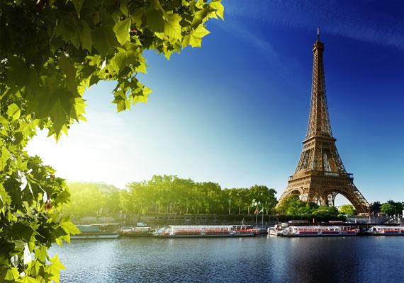 Az EasyJet nevű fapados légitársasággal már 12 800 forintért is elutazhatsz Párizsba, a fények városába. Számos nevezetessége közül kihagyhatatlan program az Eiffel-torony, a Notre Dame és a Louvre múzeum megtekintése.