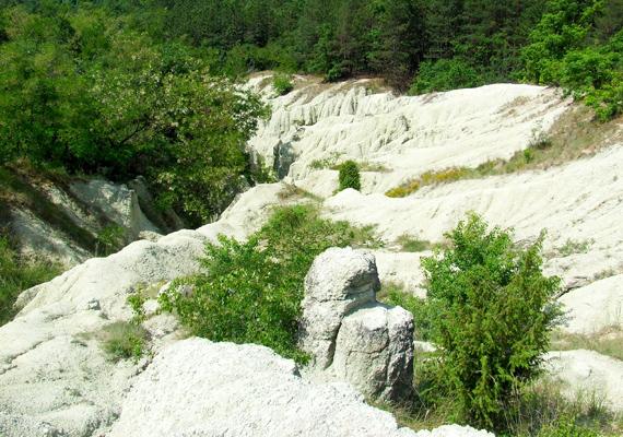 Ez a fajta kőzet a vulkánkitörés lávájából keletkezik, egyfajta kvarckristályos szerkezetet alkotva.