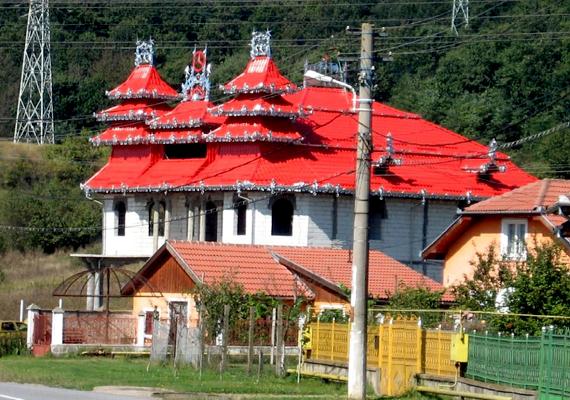 A befejezetlenség nagyon gyakori. Ez a palota Vajdahunyadon található.