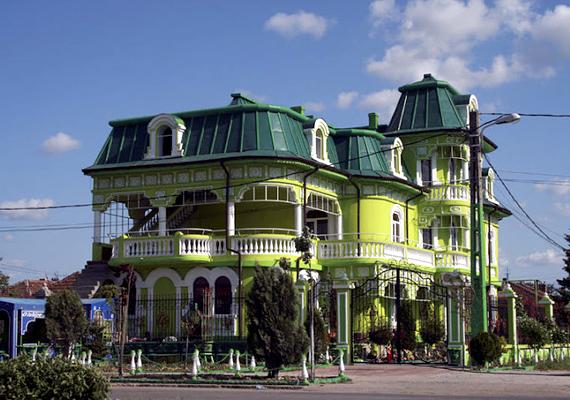 Jellemzőek a rikító, feltűnő színek. Kattints ide, és nézd meg a legcifrább palotákat!