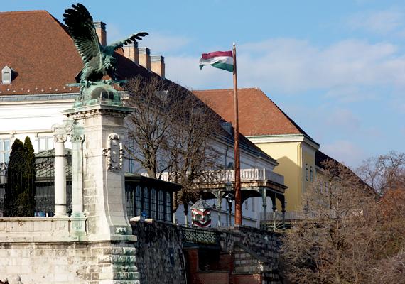 A magyar állam 1881-ben vásárolta meg az épületet, hogy az a mindenkori magyar miniszterelnök állandó lakhelye legyen.