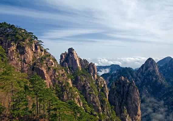 A gyönyörű hegy festői környezetben található, Kína igazi ékköve.