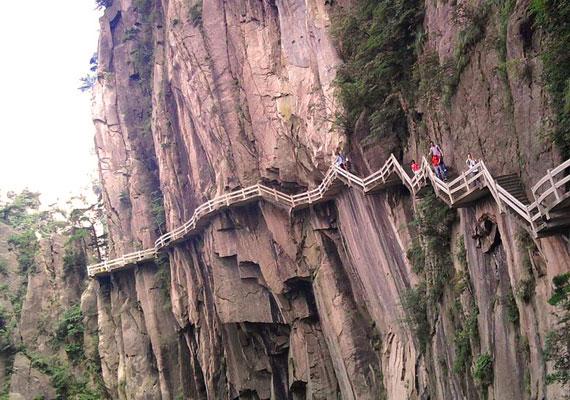 A magaslat turisták által használt útvonalaihoz bátorság sem árt.