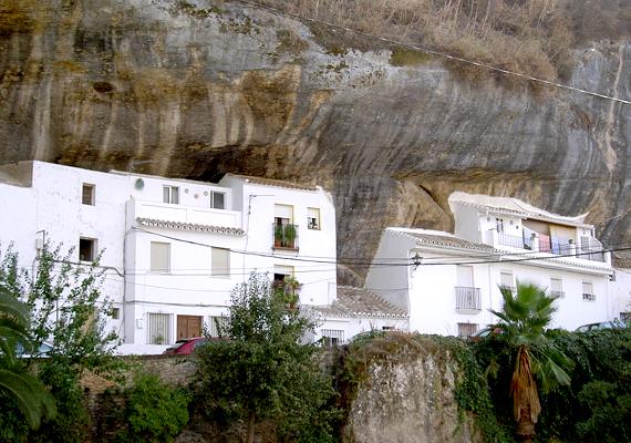 A város 157 kilométerre található Cadiztól, a turisták azonban nem restek idáig utazni, hogy lássák.