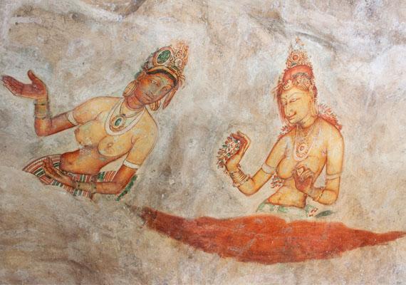 Feltételezések szerint Kasyapa király háremét örökítették meg a képeken, de más nézetek szerint Tara, a tantrikus buddhizmus egyik legfontosabb alakjának megjelenési formái láthatók a falakon.