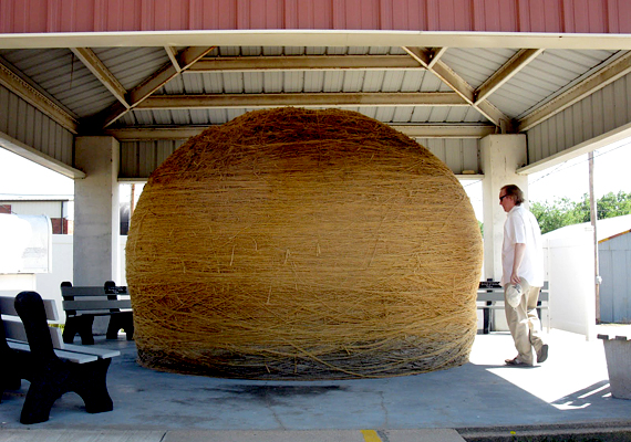 A világ legnagyobb spárgagombolyagja a minnesotai Darwinban található.
