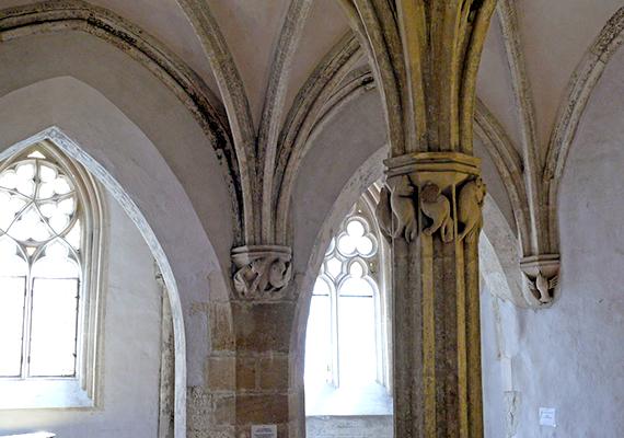 A Kecske-templom mellett, a kolostor épületében látható az úgynevezett Káptalan-terem, mely az egyik legszebb megmaradt emléke a 13. század építészeti jellegzetességeinek.