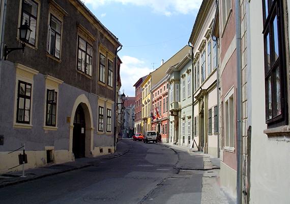 Sopron történelmi hangulata páratlan, a belváros régi házai és ódon utcái különös varázzsal bírnak.