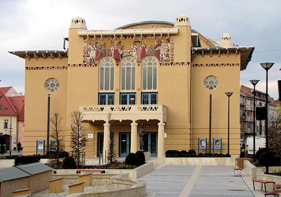 A Soproni Petőfi Színház is a város büszkesége. Sopron további látnivalóiért érdemes a város honlapjára kattintanod, ahol minden turisztikai információt megtalálsz.