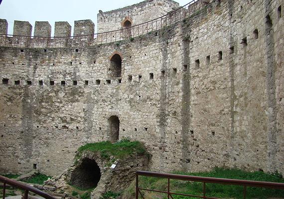 Soroca városának további népszerű látnivalója a Soroca erőd, melyet a moldovai Nagy István 1499-ben építtetett, hogy megvédje a fejedelemség határait a külföldi támadásoktól, többek között a tatároktól, a törököktől vagy éppen a lengyel királytól.