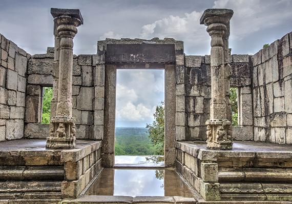 Yapahuwa egyik templomának romja felhőszakadás után.